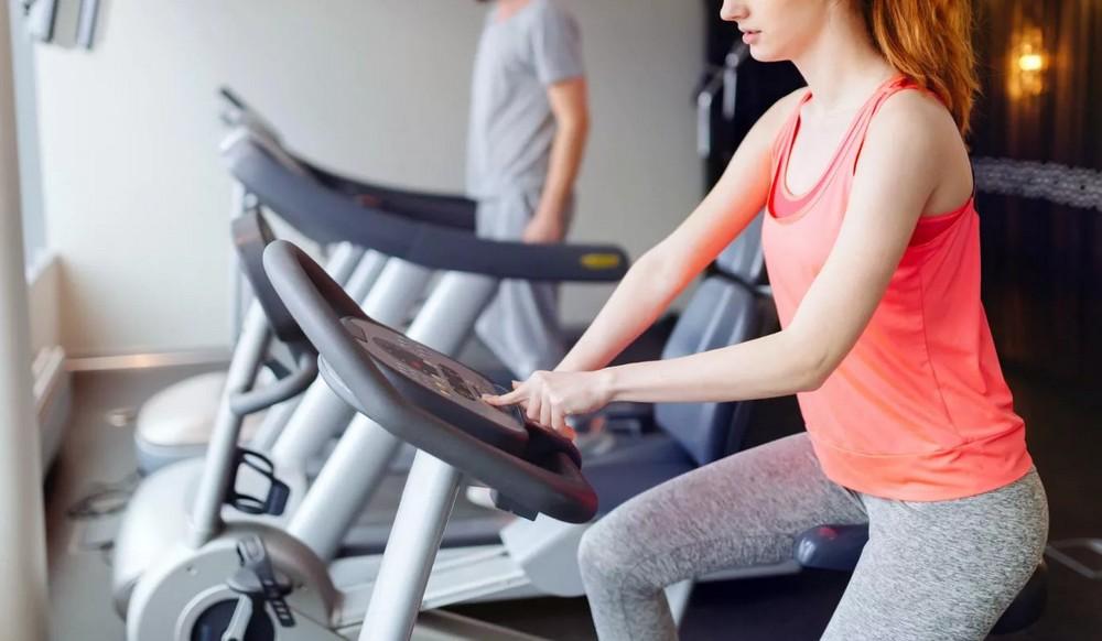 Tapis de course ou vélos: quel est le meilleur équipement pour brûler des calories ?